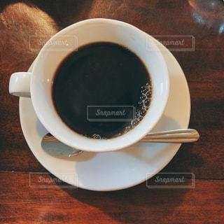 テーブルの上でコーヒーを一杯の写真・画像素材[2950866]