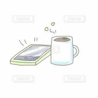 スマホとマグカップの写真・画像素材[2238387]