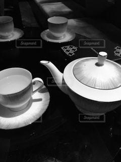 モノクロームな午後の紅茶の写真・画像素材[2144273]