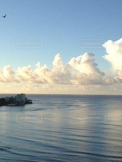 ハワイの空と海の写真・画像素材[2147002]