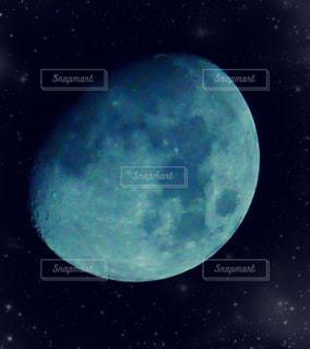 月の輝きの写真・画像素材[2354801]