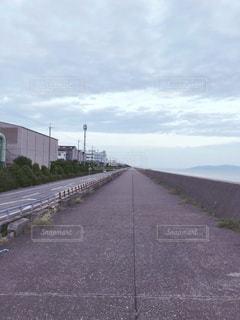 海沿いの道の写真・画像素材[2588756]
