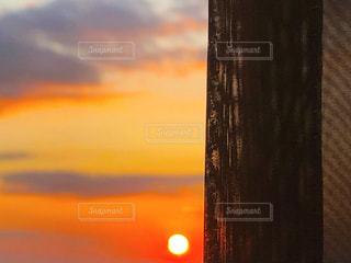 窓からの夕日の写真・画像素材[2926966]