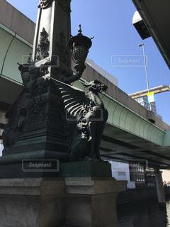 建物の前に像の写真・画像素材[1002791]