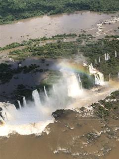 ヘリコプターから見たイグアスの滝の写真・画像素材[2150242]