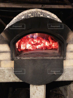 手作りの炭焼き窯の写真・画像素材[2242116]