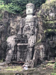 3大石窟の1つ 楽山大仏の写真・画像素材[2153902]