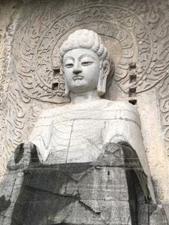 深セン ミニチャイナの竜門石窟の大仏の写真・画像素材[2153912]