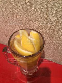 生レモンたぷりサワーの写真・画像素材[2153006]