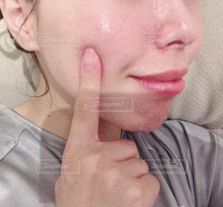 携帯電話で話している人の写真・画像素材[2172405]