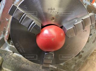 機械とトマトの写真・画像素材[2270548]