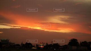 日没時の街の眺めの写真・画像素材[2340191]