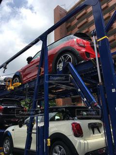 積載車で運ばれる新車の写真・画像素材[2163042]