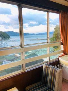 海岸沿いの旅館からの眺めの写真・画像素材[2196126]
