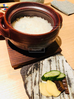 土鍋ご飯と漬物の写真・画像素材[2208494]