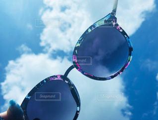 夏雲サングラスの写真・画像素材[2318302]