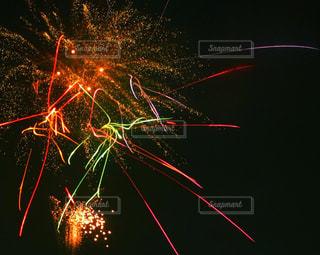 夜空の花火の写真・画像素材[2337936]