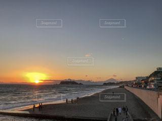 夕暮れと江ノ島の写真・画像素材[2161868]