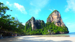 岩山とビーチの写真・画像素材[2162879]
