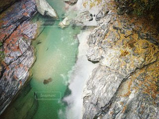 水の綺麗な川の写真・画像素材[2166837]