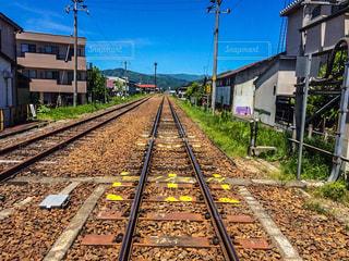 線路上の列車の写真・画像素材[2227028]