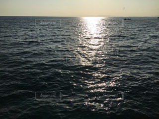 朝を告げる海の写真・画像素材[2515233]