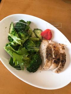 ブロッコリーを使った食べ物の皿の写真・画像素材[2171406]