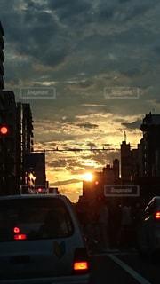 夕闇の街の写真・画像素材[2171615]