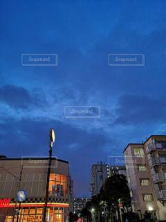 夜の青空の写真・画像素材[2246083]