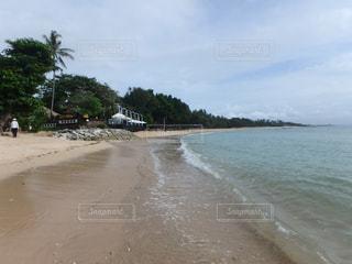 水域の隣の砂浜の写真・画像素材[2173093]