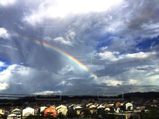 住宅街の虹の写真・画像素材[2173696]