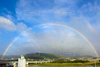 大きな虹の写真・画像素材[2173701]