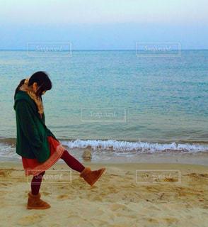 浜辺の女の子の写真・画像素材[2217200]