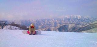 雪山でスノボの写真・画像素材[2217202]