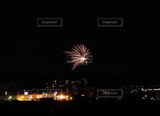 夜空の花火の写真・画像素材[2338058]