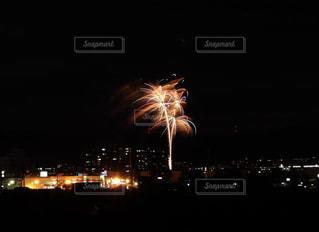 夜の花火の写真・画像素材[2338059]