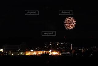 夜の花火の写真・画像素材[2338065]