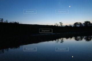 アマゾンの夜の写真・画像素材[2353145]