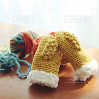 手編みのミトンと毛糸の写真・画像素材[2175037]