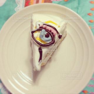 皿に目玉のカットケーキの写真・画像素材[2175178]