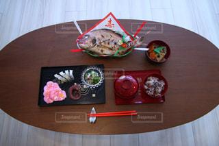 お食い初めの料理が乗ったテーブルの写真・画像素材[2181712]