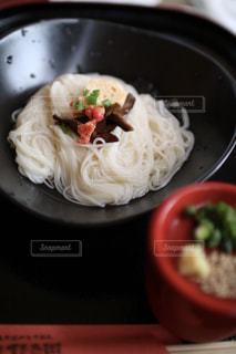テーブルの上の素麺の写真・画像素材[2190673]