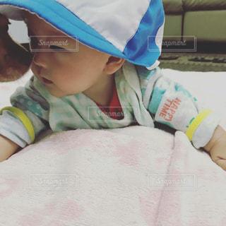 帽子をかぶった赤ん坊の写真・画像素材[2228375]