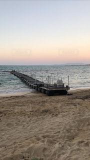 水域の隣の砂浜の写真・画像素材[2940820]