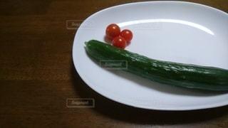 皿の上の野菜の写真・画像素材[2344209]