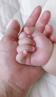 赤ちゃんの手の写真・画像素材[2179993]