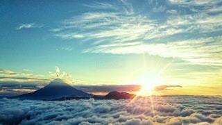富士山と雲海と日の出の写真・画像素材[2184066]