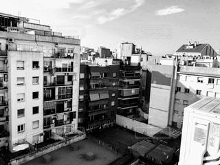 建物の白黒写真の写真・画像素材[2185604]