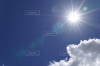真夏の太陽の写真・画像素材[2321162]