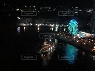 海の中の輝く光の写真・画像素材[2186334]